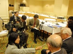 終了後、日本のメディアとの会見